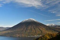 【10/18】男体山、初冠雪です!